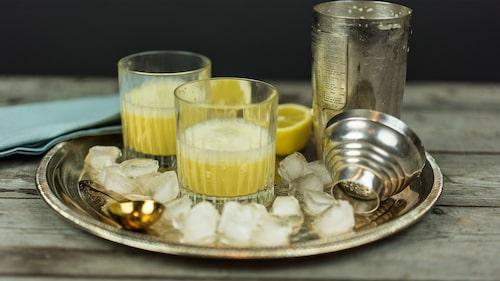 Så gör du en snabb äggtoddy med smak av apelsin. Klassisk drink i ny tappning!