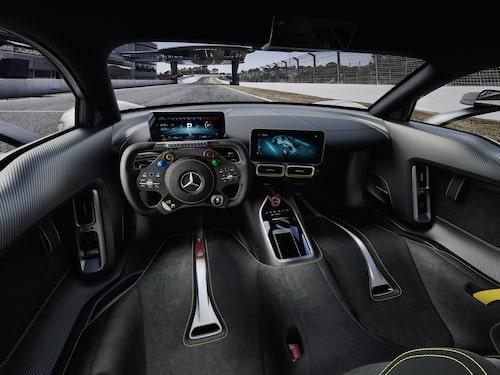 Klart F1-inspirerat tack vare rattens utformning.