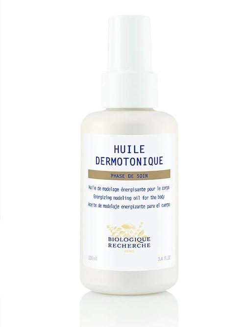 """Kroppsolja, 819 kr, från Biologique Recherche/Skincity. """"Jag använder nästan bara deras produkter i min hudvårdsrutin"""" säger Charlotte."""
