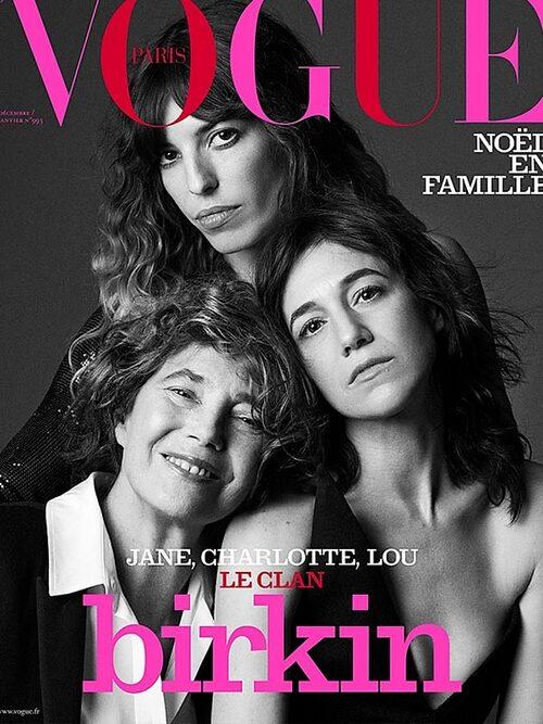 Charlotte, mamma Jane och systern Lou Doillon pryder Vogue.