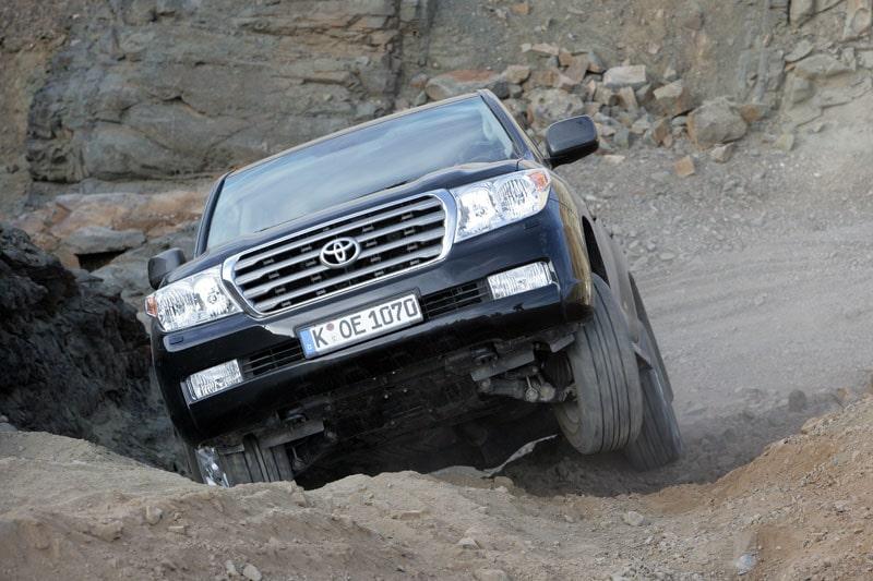 Nya Toyota Land Cruiser V8 med dieselspis under huven.
