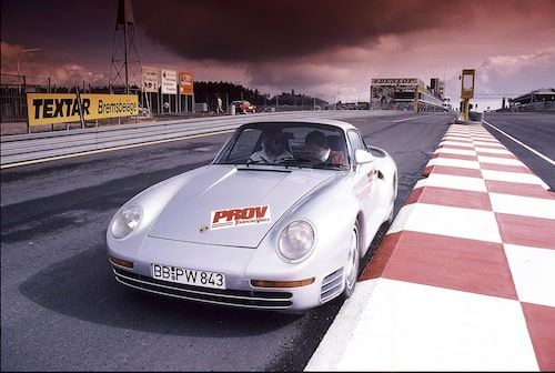 959 var omgärdad av mystik. Nästan alla bilintresserade hade en åsikt om den märkliga Porschen fastän de inte kört den. Vi på Teknikens Värld provkörde bilen i nummer 15/1986.
