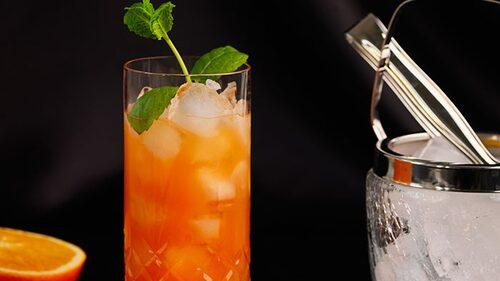 Recept på planter's punch – en drink på mörk rom och apelsin.