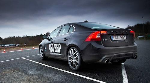 Volvo visar konkurrenterna baksidan. 450 hästkrafter ur tvålitersmotor har inga andra.