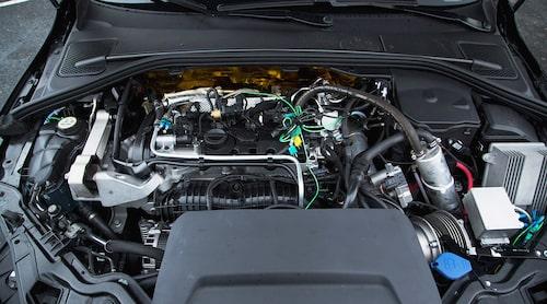 Volvo storsatsar på sitt nya motorprogram VEA. Nästa år kommer kommer trecylindriga T2 (122 hk) och T3 (152 hk). Konceptmotorn på 450 hästkrafter är urstark som en femliters V8.