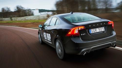 Några prestandauppgifter uppger Volvo inte, men betänk att standarbilen S60 Polestar med 100 hästkrafter färre (350 totalt) gör 0-100 km/h på 4,9 sekunder.