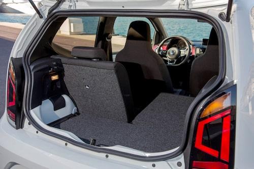 Något egentligt bagageutrymme är det inte att tala om. 251 liter med alla stolar i uppfällt läge.
