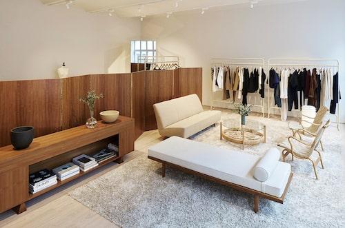 Totêmes showroom har en air av samma avslappnade men luxuösa skandinaviska minimalism som deras plagg.
