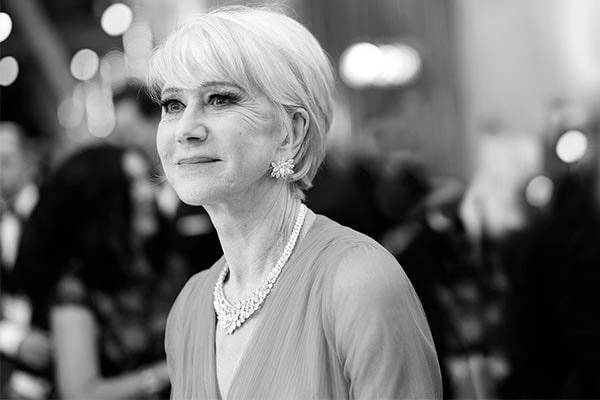 Helen Mirren på Oscarsgalan i Los Angeles i klänning från Schiaparelli Haute Couture och smycken från Harry Winston.