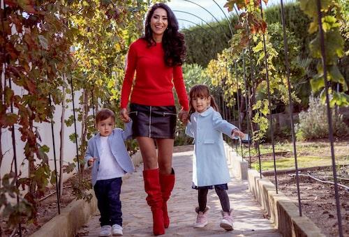 Doktor Mouna med Victor och Isabel.