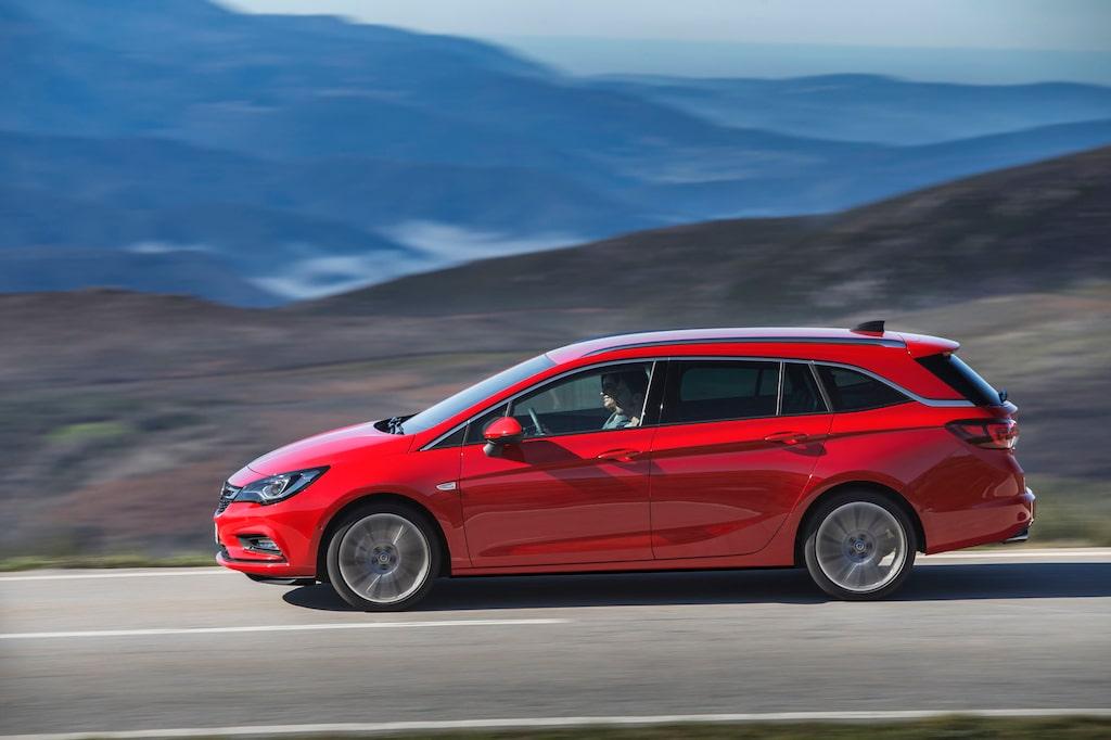 Till skillnad från halvkombiversionen av nya Opel Astra, som krympte fem centimeter vid modellskiftet, behåller Astra kombi sina yttermått från förra generationen. Från för till akter mäter den fortfarande sina rejäla 4,7 meter.
