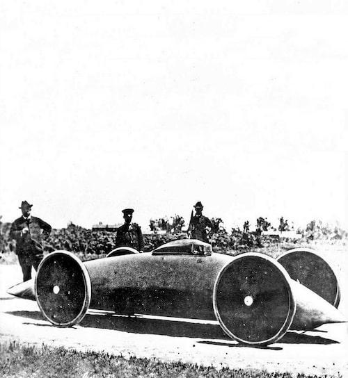 Walter Bakers supersnabba el-bil. Han kallade den Torpeden, extremt ström-linjeformad och tvåsitsig. Han satte ett hastighetsrekord som aldrig blev officiellt. Rekordresan slutade i en tragedi.