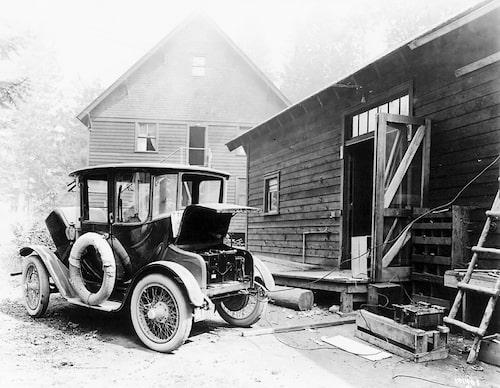 Detroit Electric blev USA:s mest sålda elbil. Här en bil på landsbygden under laddning.