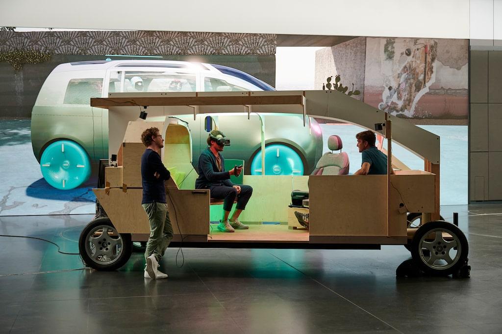 Urbanaut kan bara upplevas med VR-glasögon i en trälåda med samma dimensioner som konceptbilen.