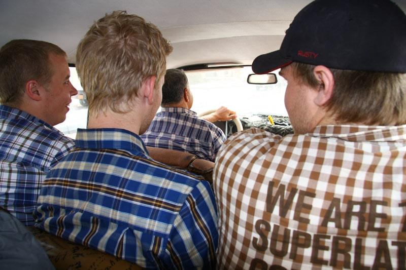 Rutiga skjortor är tydligen mode i Afrika, vem kunde tro det?