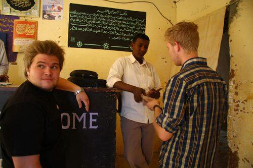 Sudanesisk bank och bankomat. 2 in 1.