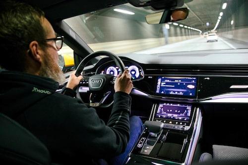 Audi Q8 är oerhört smidig att köra trots sin storlek.