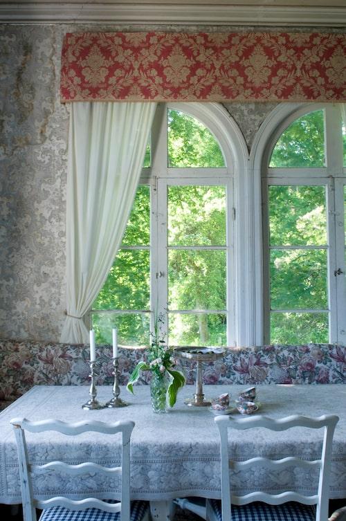 """""""Fönstren saknar mittparti så när man öppnar är hela fönstret vidöppet."""""""