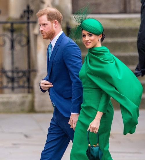 Många britter anser att det är Meghans fel att Harry brutit  med kungahuset.