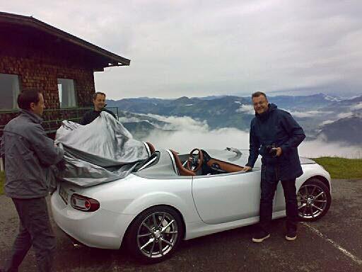 En Mazda MX-5 Superlight och en alptopp med massor av serpentinvägar... kan det bli bättre för Hans Hedberg?