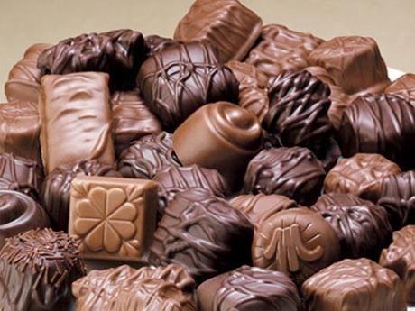 Choklad och vin i lagom dos kan få dig att må bättre.