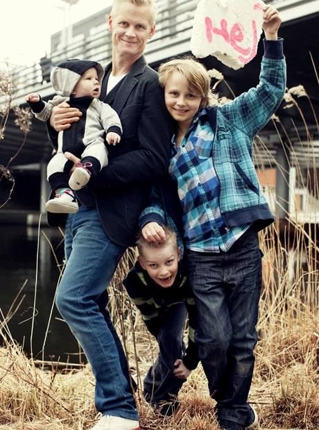 Henrik Fexeus med barnen Milo, 6 månader, Nemo, 6, och Sebastian, 11.