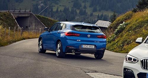 Tyvärr har BMW i nuläget inga bättre bilder på X2 xDrive25e än bilderna du ser i denna artikel. I samtliga bilder är X2:an mer eller mindre i bakgrunden (vi har beskurit bilderna).