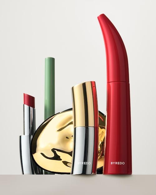 Color stick, 310 kr, Byredo. Lipstick, 415 kr, Byredo. Mascara, 415 kr, Byredo. Eyeliner, 370 kr, Byredo. I november kommer tre olika ögonskuggspaletter, 660 kr.