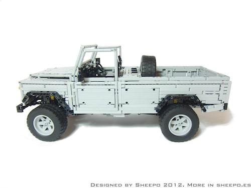 En spanjor vid namn Sheepo har garanterat haft en hel del fritid över men tanke på vad han åstadkommit. Han har lagt ned åtskilliga timmar på att bygga en Land Rover Defender 110 i skala 1:8,5, och han har byggt den i Lego!