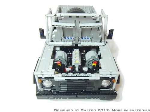 Varenda detalj från riktiga Land Rover Defender 110 finns med. Sheepo har inte missat något.