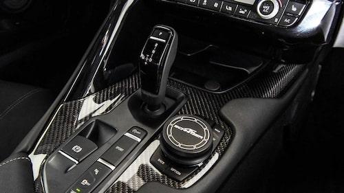 Med AC Schnitzer-kåpa över iDrive-vredet är det omöjligt att se att detta är inredning från en BMW.