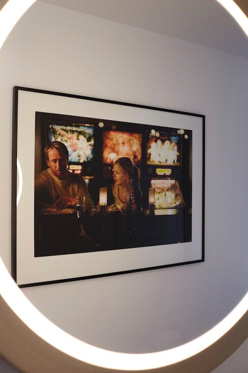 Lampa/spegel från Pers eget märke Monlux. Fotot föreställer Per och äldsta dottern Julia, taget av Roger Borgelid.