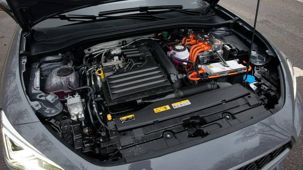 Cupra-versionen ger 245 hk sammanlagt, precis som Golf GTE. Valet för den gasglade.