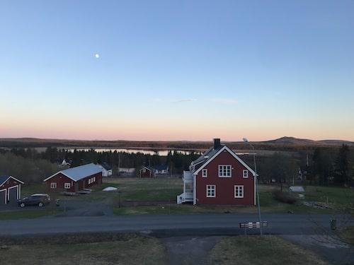 Utsikten från Cecilia Edströms balkong i Glommersträsk.