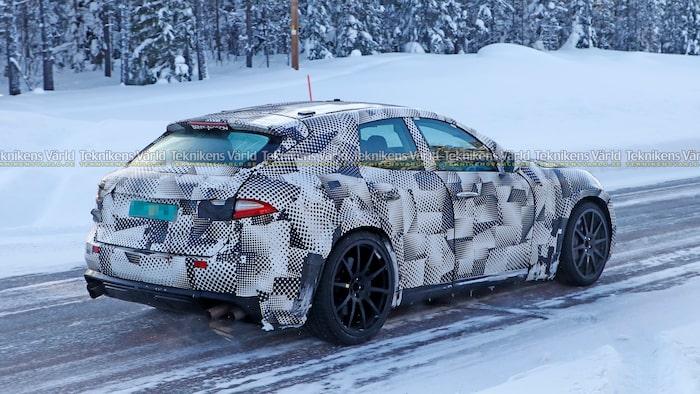 Ser den ut som en Maserati Levante? Japp, Ferrari använder sig av en så kallad mula.