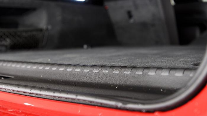 Batteriet har placerats under bagageutrymmet men se hur lite det påverkar lastvolymen.