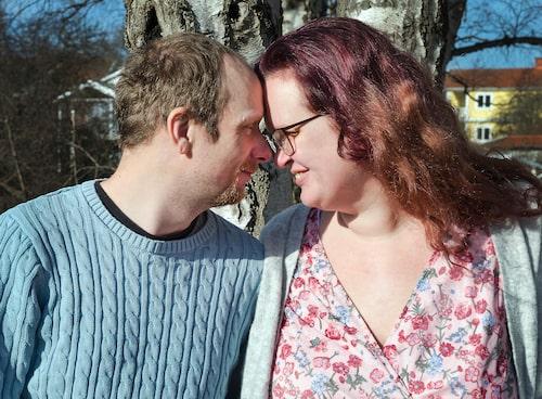 """Det var först osäkert om Fredrik skulle överleva. """"Det var mitt livs längsta 45 minuter"""", säger Evelina om då ambulanspersonalen tog över hjärt- och lungräddningen."""