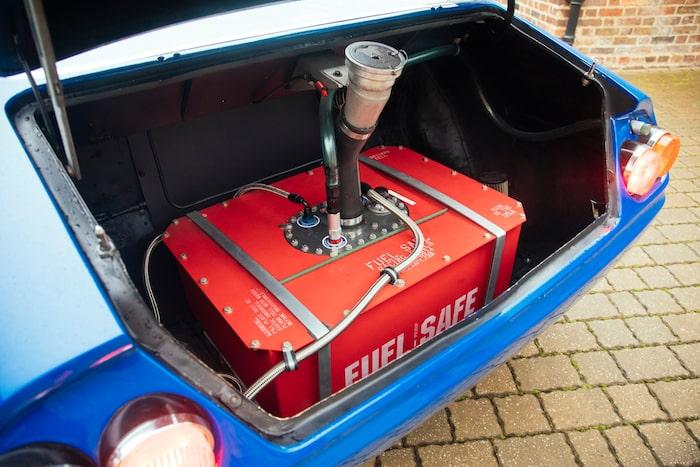 En modern säkerhetstank, men snabbtankningsfunktion hade bilen från början.