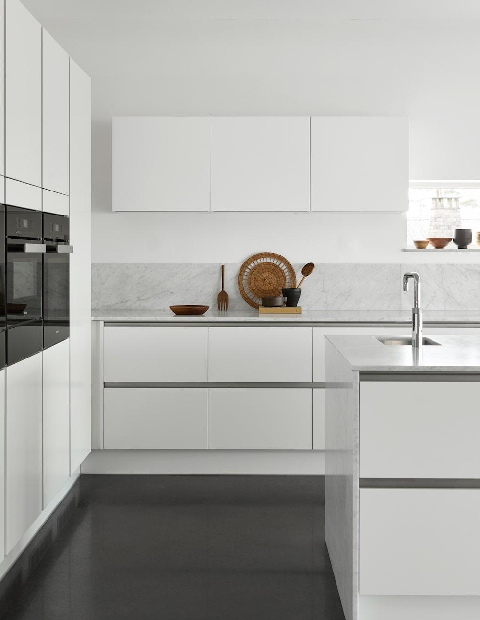 Det vita köket är en stor trend bland årets köksnyheter.