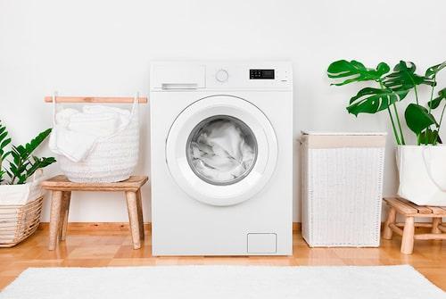 En fullproppad tvättmaskin kan orsaka skador på kläder och andra textilier.