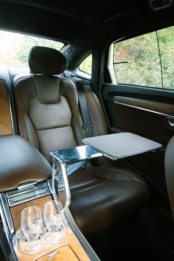 Volvo blandar funktion med Orrefors-glas och eleganta aluminiumkonstruktioner.