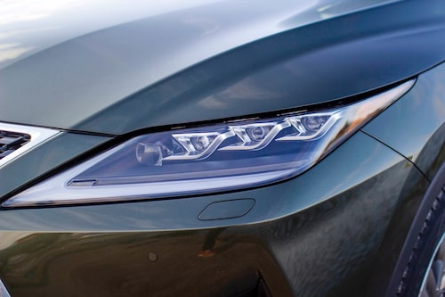Nu har Lexus RX adaptiva strålkastare men en ny teknik Lexus kallar Bladescan.