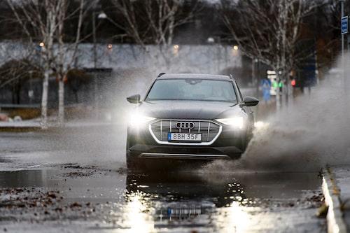 """Audin känns inte lika """"elbilig"""" som Tesla utan påminner mer om sina bensin- och dieseldrivna syskon."""