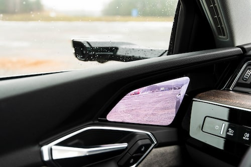 Man kan beställa sin Audi e-tron med kameror i stället för backspeglar. Gör inte det.