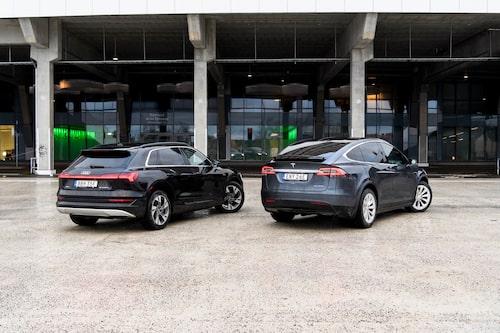 Teslan är inte vacker, men dess former sväljer både last och resenärer på ett föredömligt sätt.