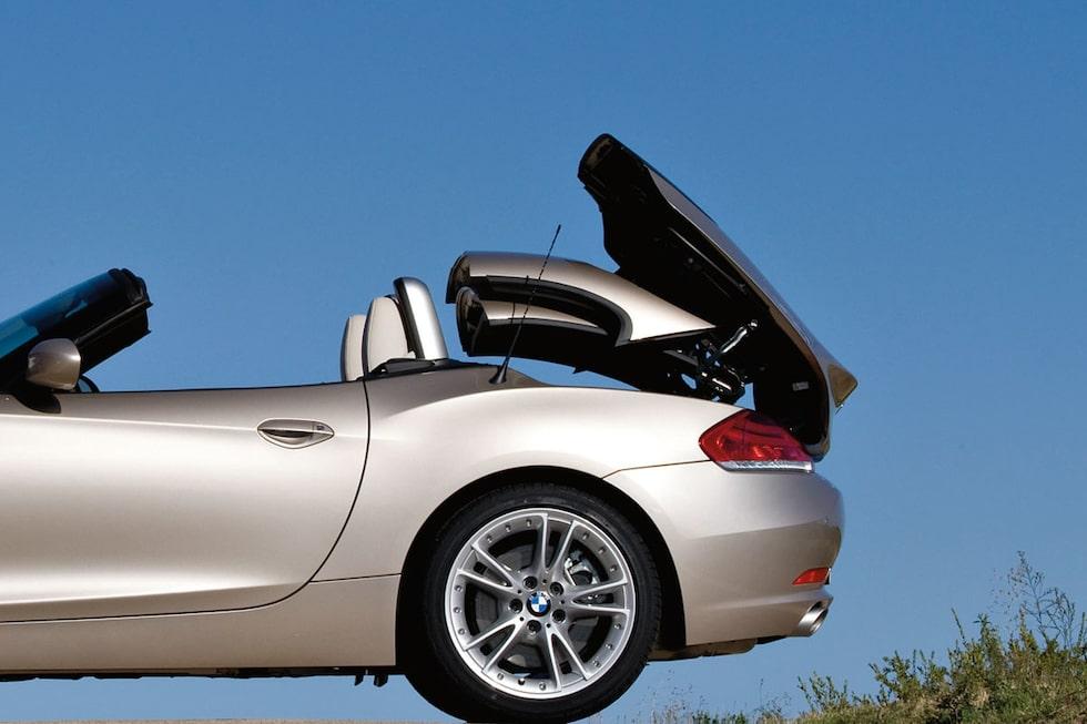 Kvinna dödad av BMW:s cabriolet