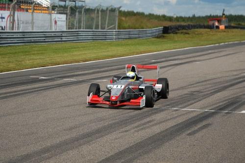 Felix Rosenqvist vann det första heatet och leder mästerskapet.