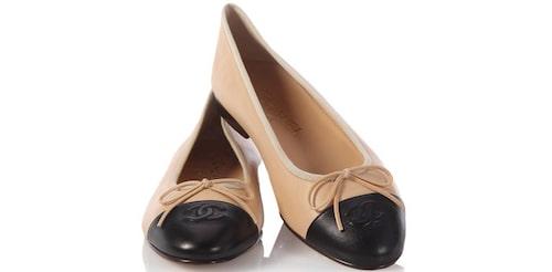 Tvåfärgade skor från Chanel.