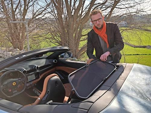 """Erik Wedberg försökte förstås pilla loss en detalj från Ferrarin. """"Passar jättebra i min blivande Yeti…""""."""