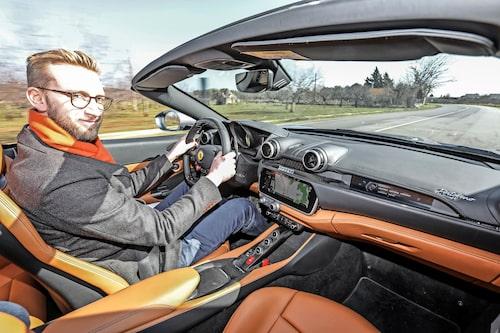Trots Ferraris eget prat om att Portofino är en instegsmodell som kan användas som vardagsbil är den inte mycket långsammare än 488 Spider.